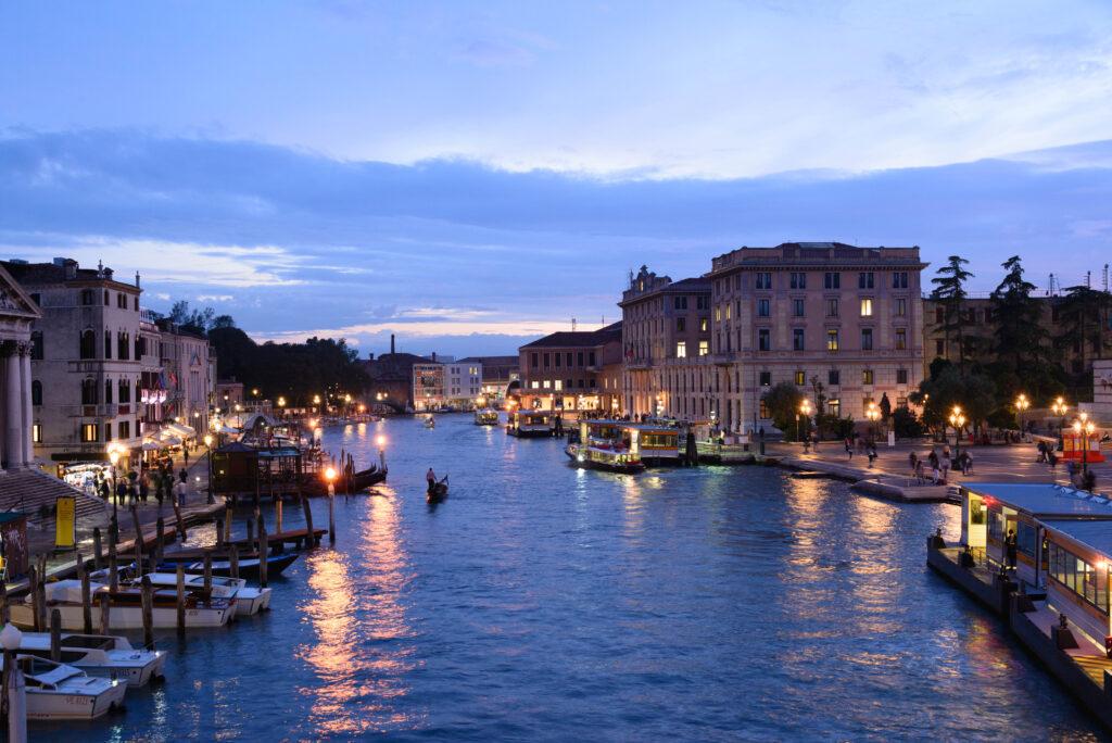Grand Canal bei Nacht